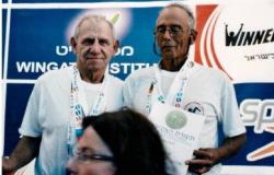 יצחק זק- שחיין המאסטרס חדש מרץ עם שחיין החודש היוצא- ראובן ארבל